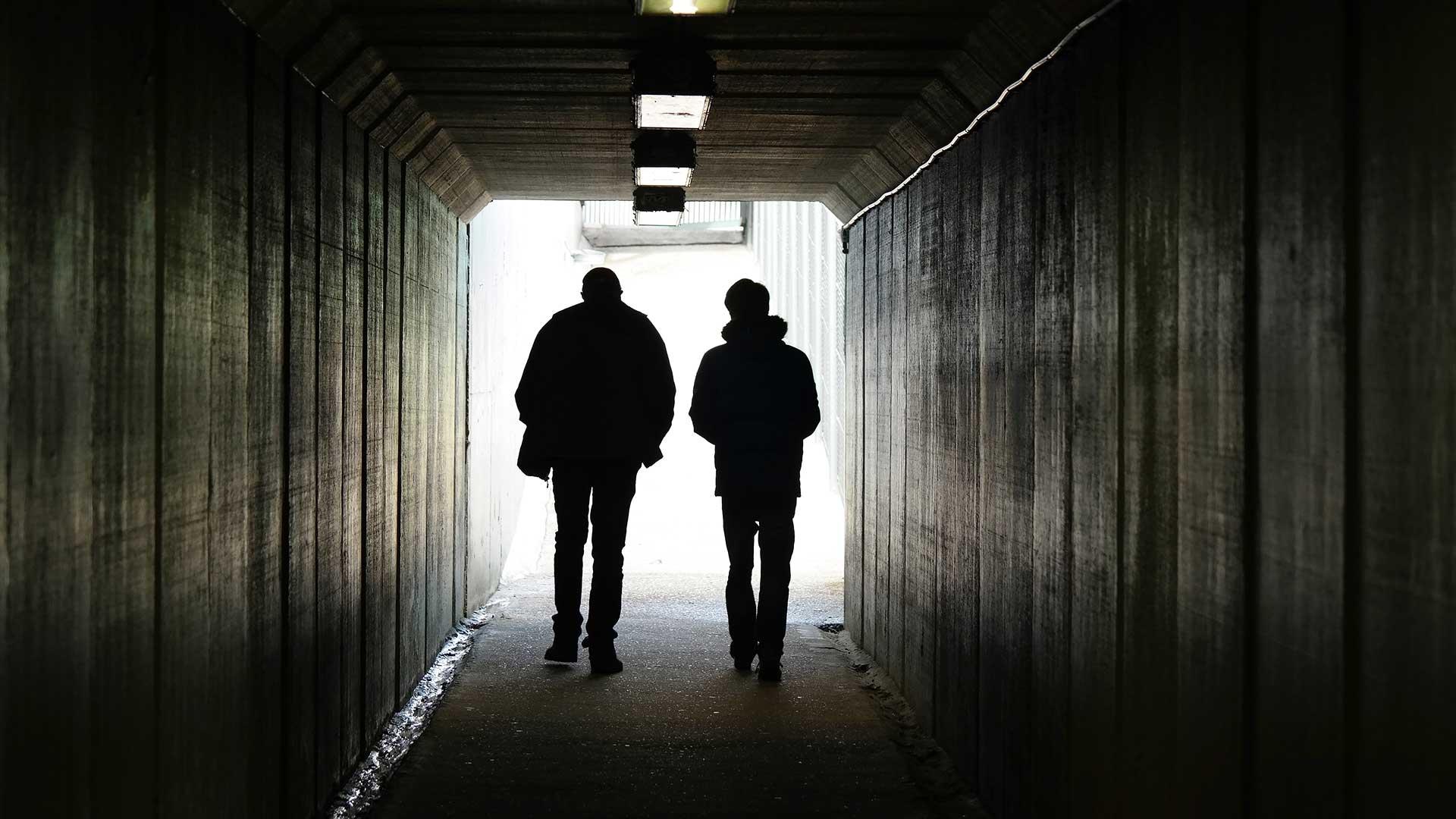 Men-In-Tunnel